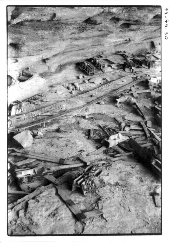 28 à 30 - Panoramique de la caverne des masques à Ibi Boborio