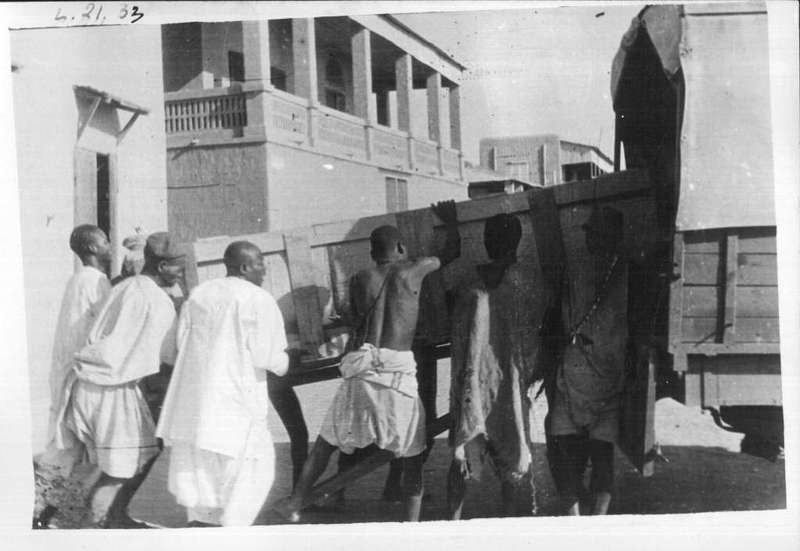 33-34-35    - Chargement des collections à Mopti